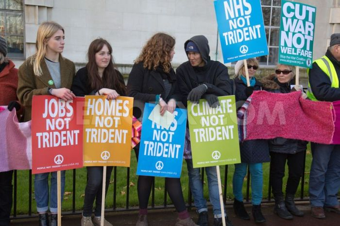 1422134981-cnd-wrap-up-trident-protest-surrounds-ministry-of-defence-in-london_6736221